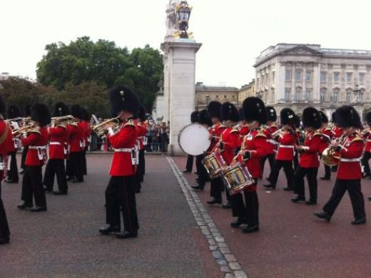 Buckingham Palace with Changing of the Guard and Afternoon Tea - Skip the Line-